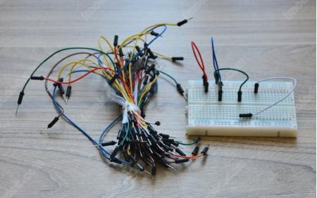 Cоединительные провода–перемычки для макетной платы