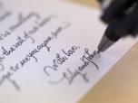Робот Бонд создает рукописные письма