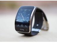 Gear S имеет 2-дюймовый экран с разрешением 480х360