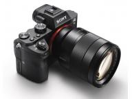 Sony A7 II имеет XGA OLED видоискатель с разрешением 2359 тыс. точек